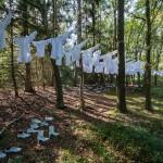Riet Claes, Jo Agten & Janien Nouwen - Over de wereld weggeblazen (2014)